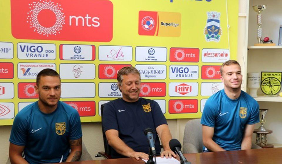 Optimizam pre svega: trener i fudbaleri Dinama. Foto VranjeNews