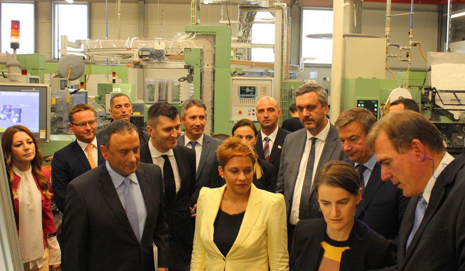 BAT u budžet Srbije kroz poreze i akcize uplatio više od dve milijarde evra: premijerka Brnabić u poseti fabrici u Vranju. Foto VranjeNews