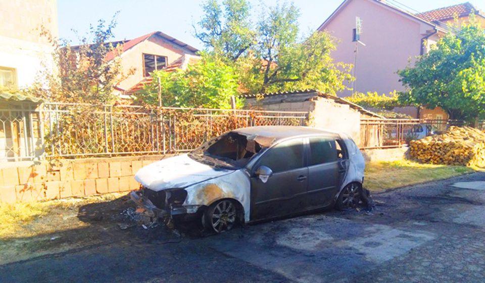 Reinkarnacija obračuna ovom metodom: nedavno zapaljeni auto jednog žandarmerca. Foto VranjeNews