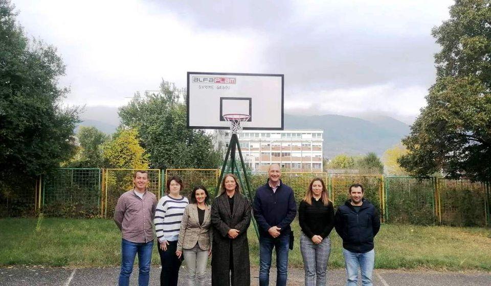 Predstavnici Alfa Plam-a sa zaposlenima iz Centra. Foto vranje.rs