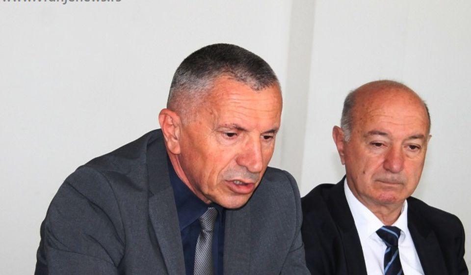 Šaip Kamberi sa narodnim poslanikom PDD-a Fatmirom Hasanijem. Foto VranjeNews