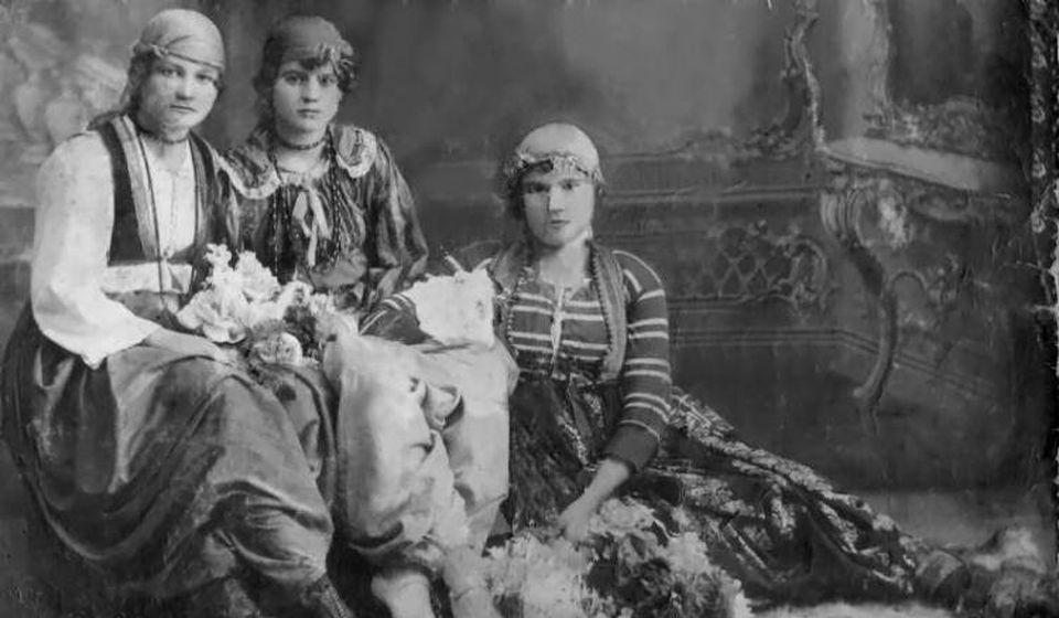Jelena Stamenković poznatija kao Belo Lenče (desno). Foto porodična arhiva Dudeta Đorđevića