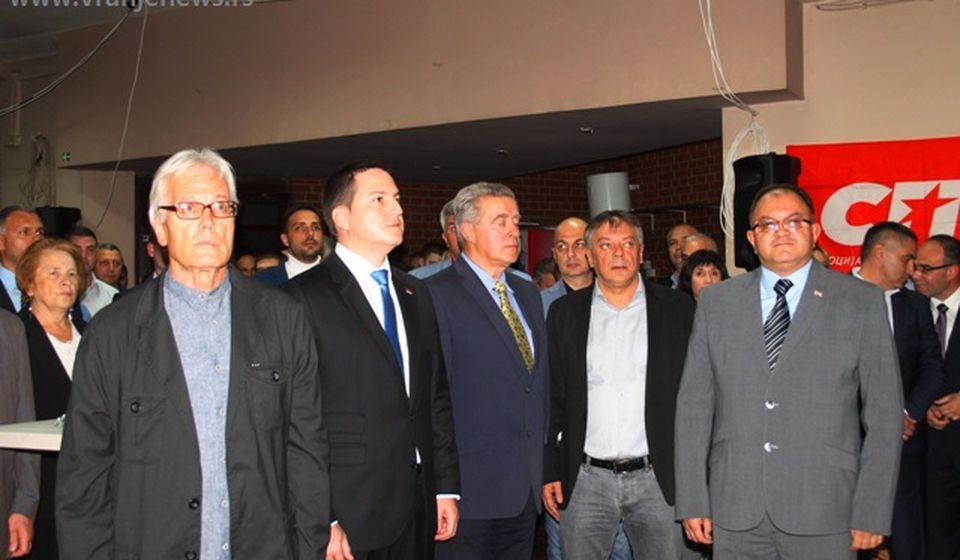 Detalj sa prošlogodišnjeg koktela povodom 28 godina postojanja partije u Vranju. Foto VranjeNews