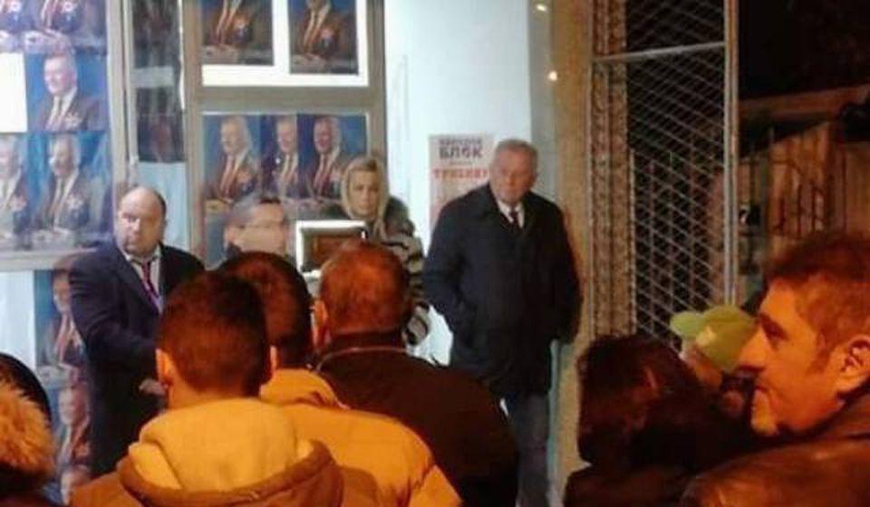 Velimir Ilić ispred sedišta stranke u Dositejevoj. Foto lična arhiva