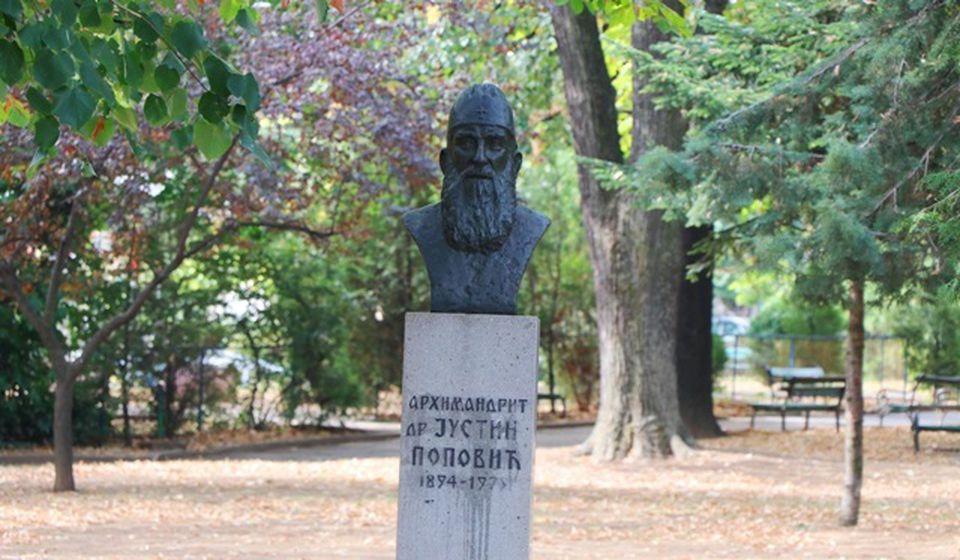 Bista Justina Popovića nalazila se pre rekonstrukcije dvadesetak metara levo od spomenika Bore Stankovića. Foto Vranje News