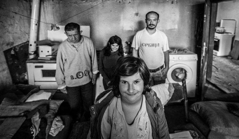 Volela bih da imam vodu u kupatilu da mogu da se okupam kao sva ostala deca: Ana sa ukućanima. Foto Srbi za Srbe