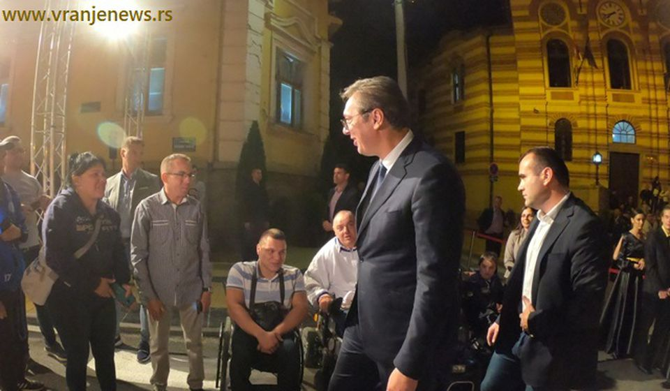 Dao reč: Vučić na otvaranju renoviranog pozorišta u Vranju. Foto Vranje News