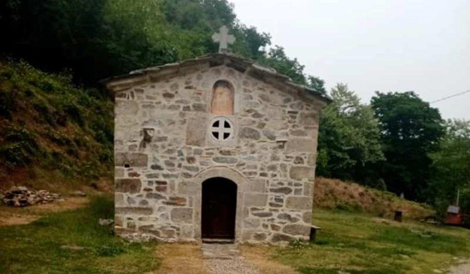 Crkva Sv. Proroka Ilije u manastiru u Kacapunu (XIII vek). Foto Dule Milovanović (Fejsbuk)