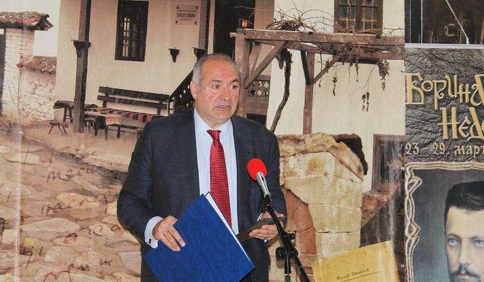 Milo Lompar, nakon uručenja povelje Borisav Stanković. Foto VranjeNews