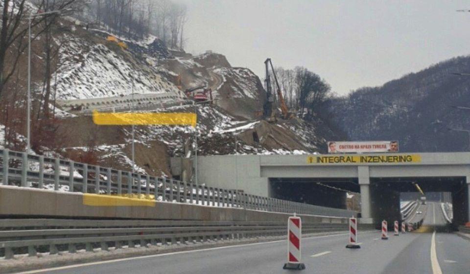 Saobraćaj obustavljen u traci autoputa ka Vranju. Foto Vranje News