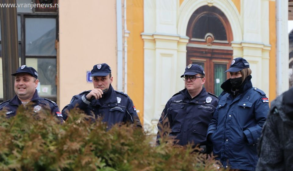 Pripadnici vranjske policije na zadatku. Foto Vranje News