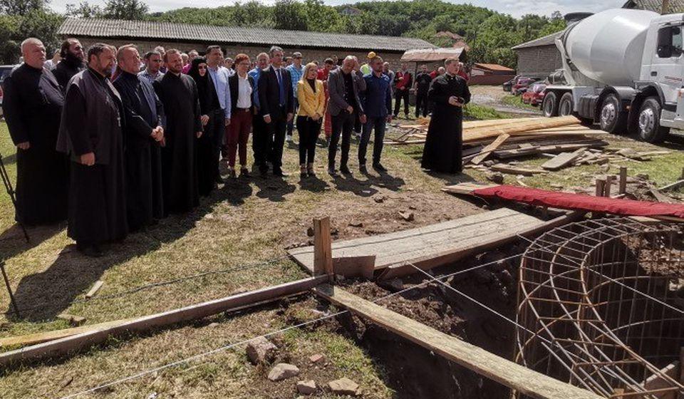 Zlatokop Dobija Pravoslavni Hram Polozen Kamen Temeljac Foto