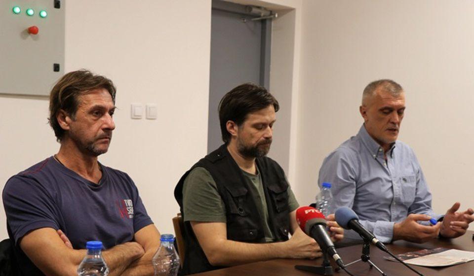 Slobodan Beštić i Hadži Nenad Maričić sa moderatorom Spasojem Ž. Milovanovićem. Foto VranjeNews