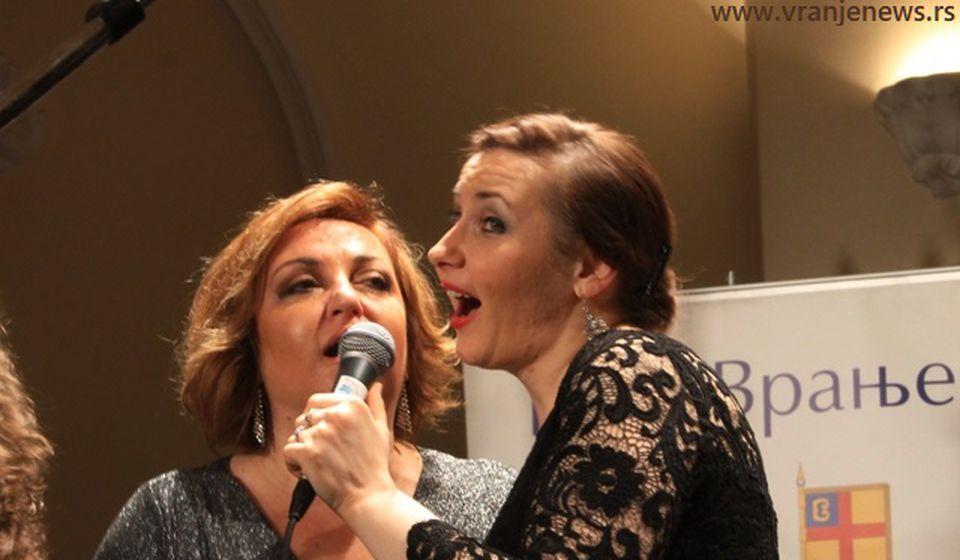Sa prošlogodišnjeg festivala: Biljana Petković i Ivana Tasić. Foto Vranje News