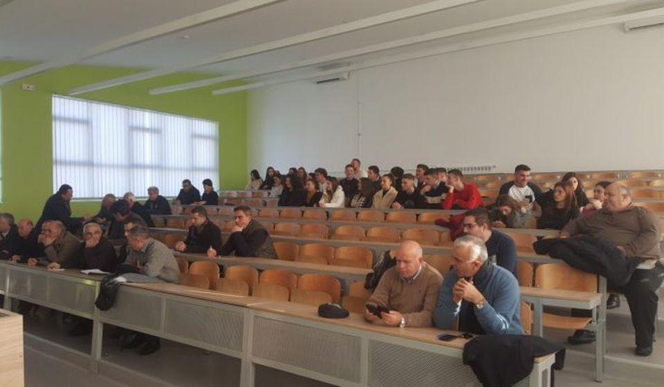 Javna rasprava održana na Ekonomskom fakultetu u Bujanovcu. Foto Bujanovačke