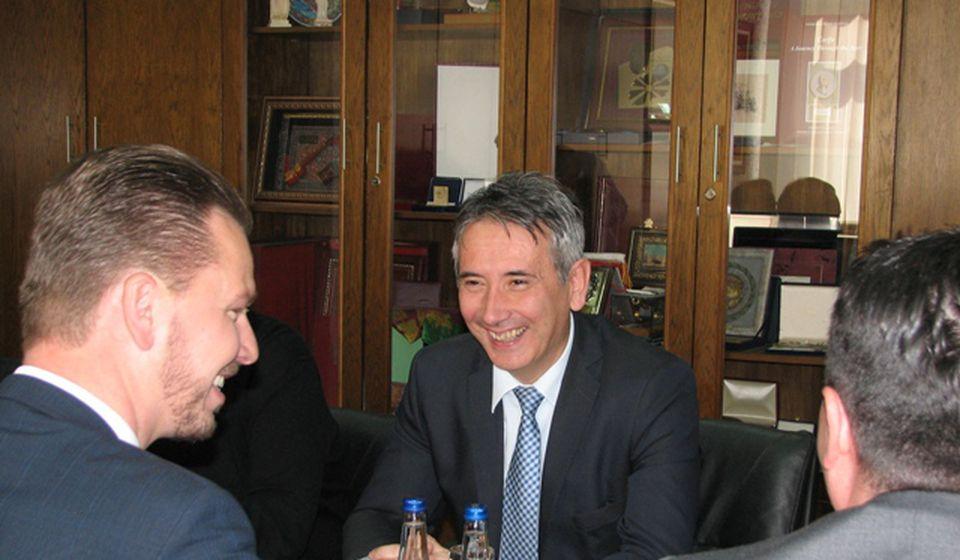 Donacija vredna 400.000 dinara: Cetl u razgovoru sa gradonačelnikom. Foto VranjeNews