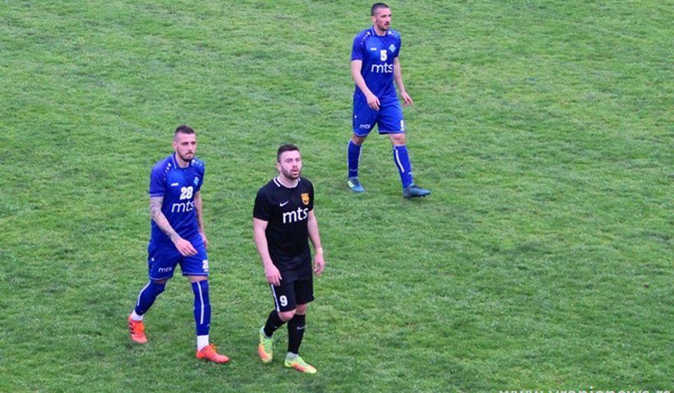 Najbolji strelac Dinama (tamni dres) na utakmici protiv Radnika u Surdulici. Foto VranjeNews