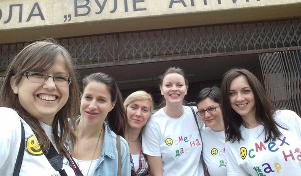 Aktivistkinje fondacije Osmeh na dar u vranjskoj školi. Foto Fejsbuk