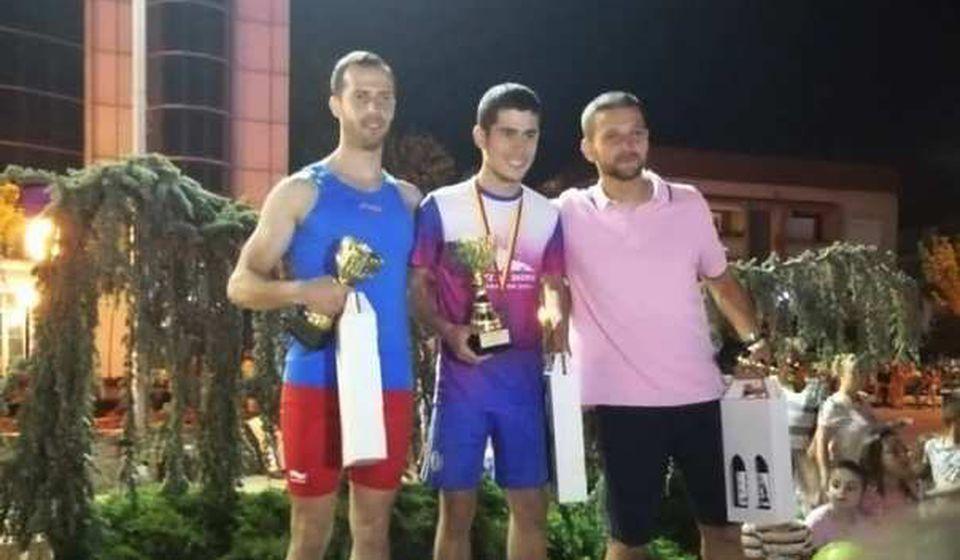 Anđelković (desno) se domogao pobedničkog postolja. Foto AK Vranjski maratonci