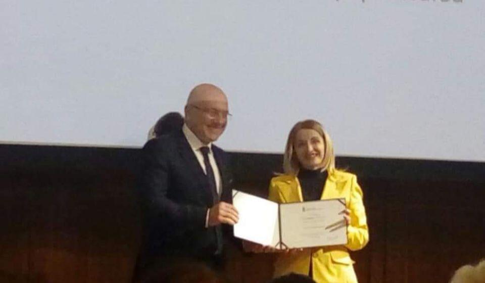 Priznanje je ministar Vukosavljević uručio gradskoj većnici za kulturu Zorici Jović. Foto lična arhiva