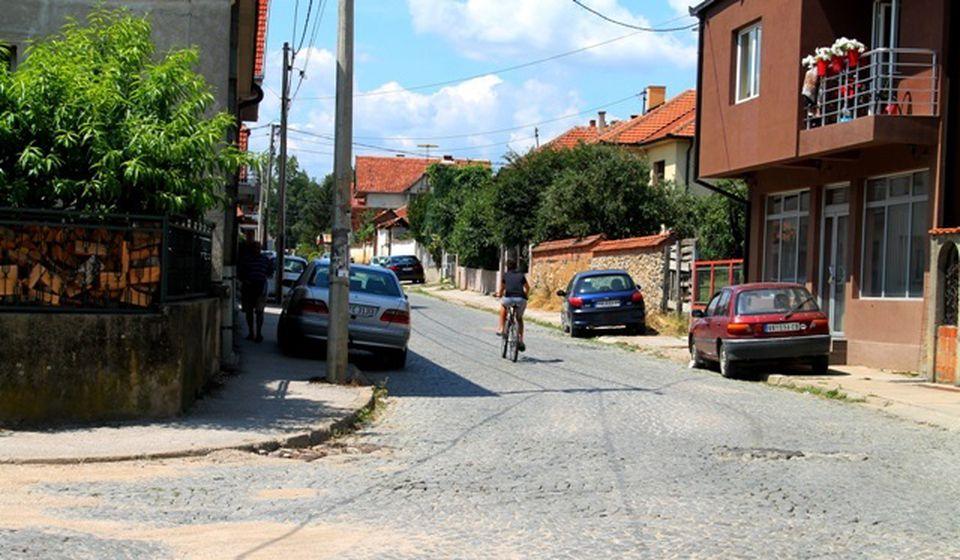 Žena sa dvogodišnjim detetom kretala se Ulicom Doktor Kopše. Foto VranjeNews