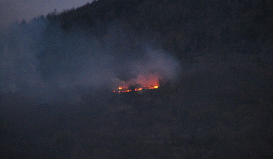 Ilustracija: prošlogodišnji požar na brdu Krstilovica iznad Vranja. Foto VranjeNews