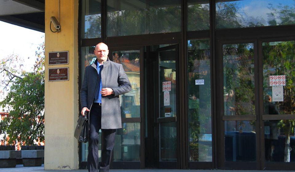 Advokat Đorđe Gačević napušta zgradu posle predaje prijava u OJT. Foto VranjeNews