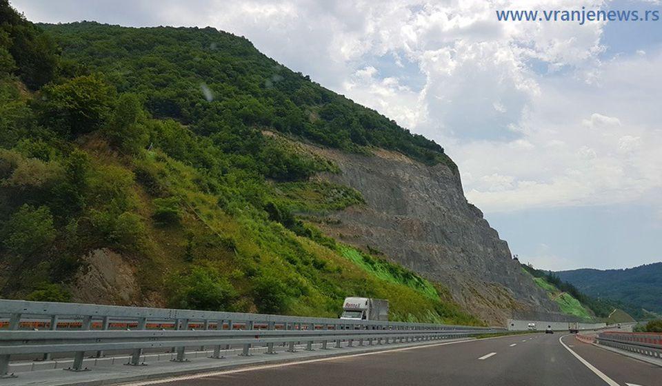 Autoput kod Mominog kamena. Foto Vranje News