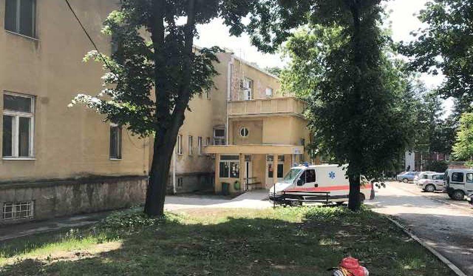 U poslednja 24 sata zabeležen i jedan smrtni ishod u Vranju: Stara Hirurgija, sada COVID bolnica. Foto Vranje News