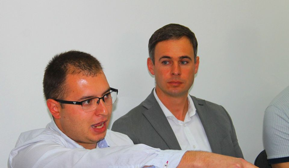 Lider vranjskog odbora NS Đorđe Ristić (levo) na konferenciji za medije posle incidenta. Foto VranjeNews