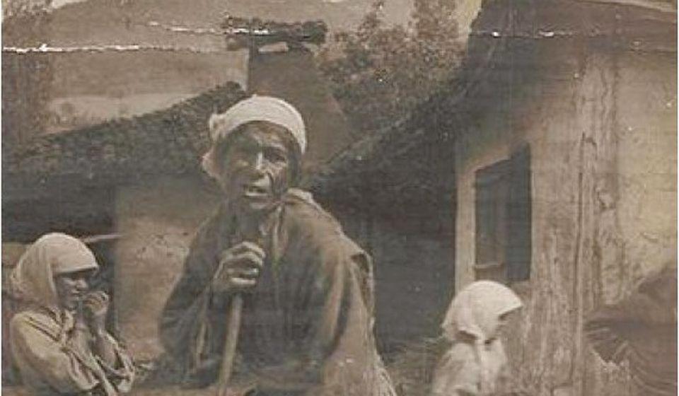 Malika Eminović Koštana, pred kraj života: fotografisale su je Helena King i Vida Metenson, vaspitačice Amerikanskog doma za ratnu siročad u Vranju (Staro Vranje, Fejsbuk)