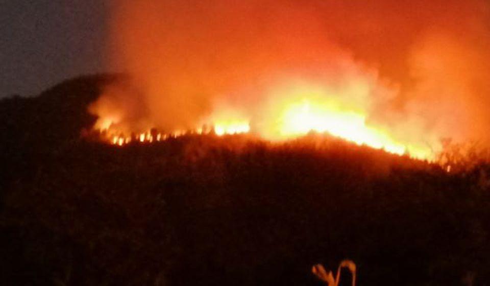 Požar kod sela Soderce od petka. Foto Marko M.