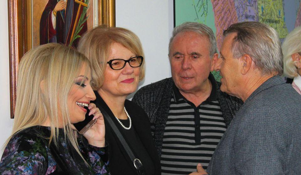 Ljiljana Antić (druga s leva) sa saradnicima. Foto VranjeNews