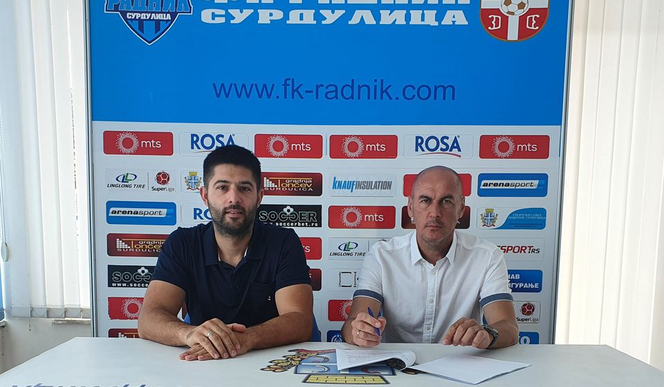 Novi trener Radnika Dušan Đorđević (desno) i sportski durektor Darko Gašić pred novinarima. Foto D. Mirčev