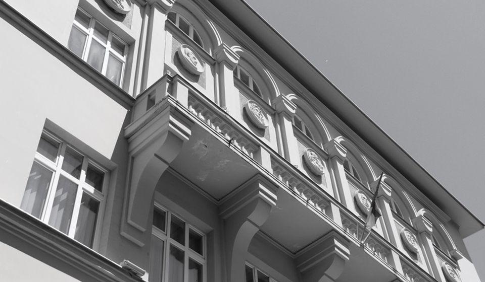 Deo prednje fasade gimnazije danas. Foto Vranje News