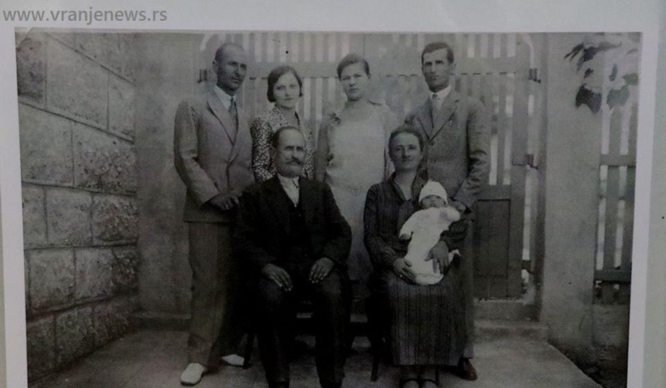 Kosta Jovanović sa porodicom. Foto Vranje News