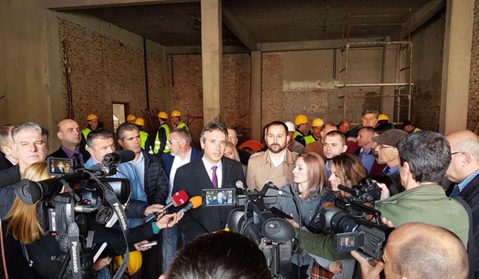 Bezbedno za izgradnju: Milenković na početku druge faze obnove pozorišta. Foto VranjeNews