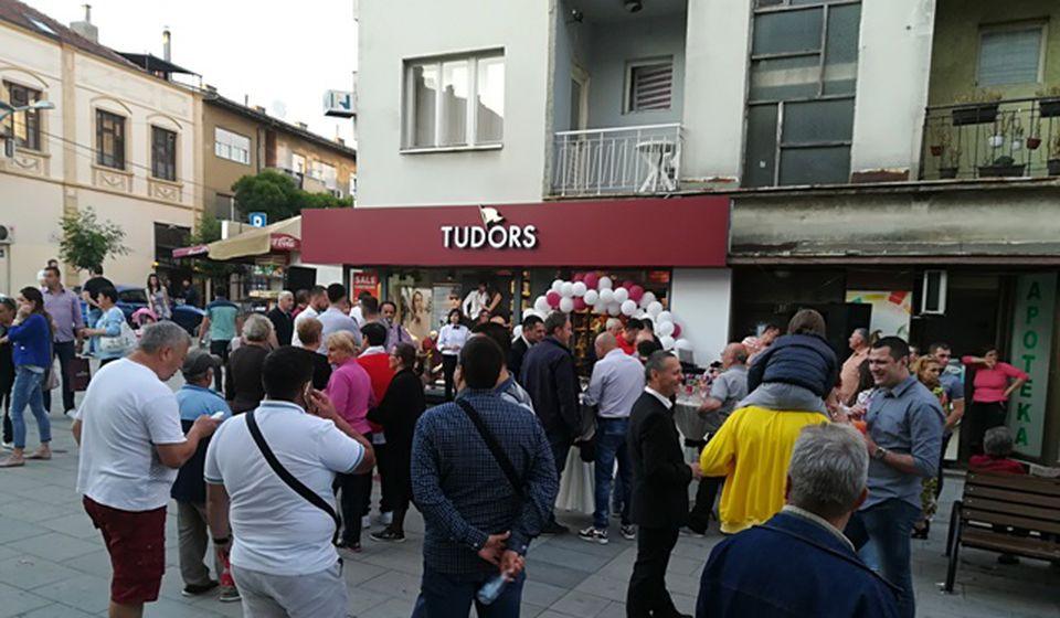 Tudors poznat po pristupačnim cenama i odličnom kvalitetu: otvaranje prodavnice u Vranju. Foto VranjeNews